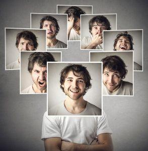 rapaz vários rostos diferença entre público alvo persona avatar