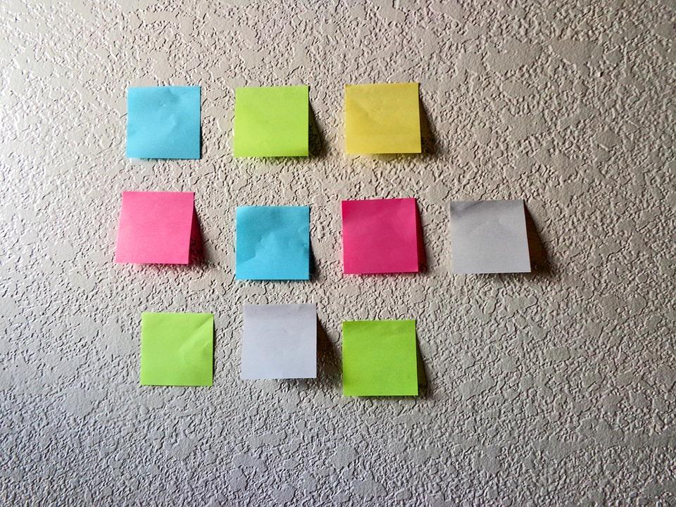 o que é gestão de projetos notas autoadesivas post it