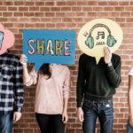 analista de mídias sociais pessoas cartazes ícones redes sociais