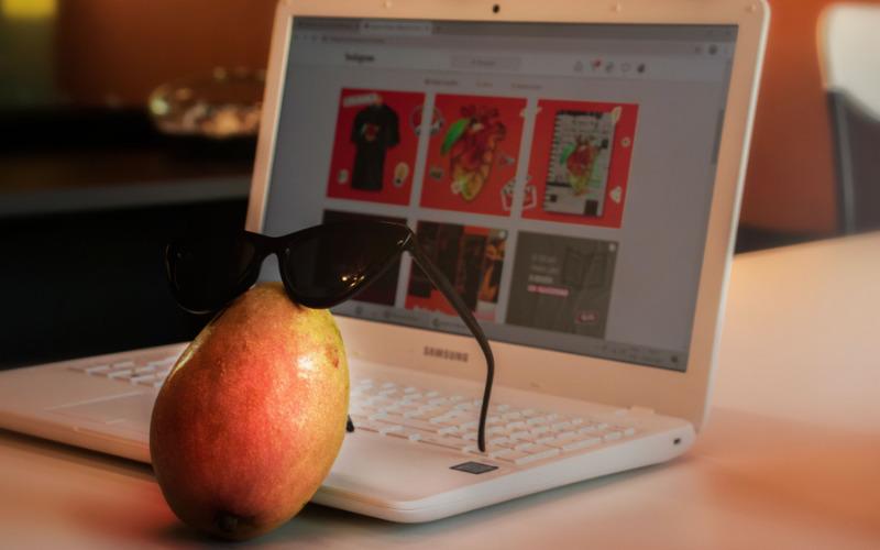 serviços de marketing digital manga de óculos notebook